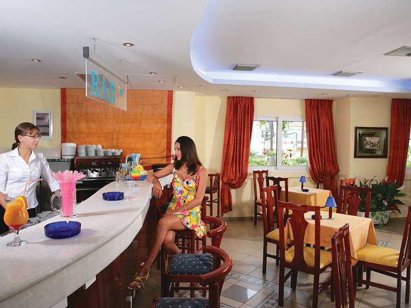 cazare la Tresor Hotel (ex Hanioti Palace)