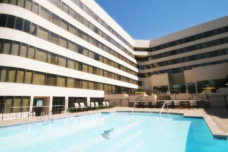 cazare la Hilton Charlotte Executive Park