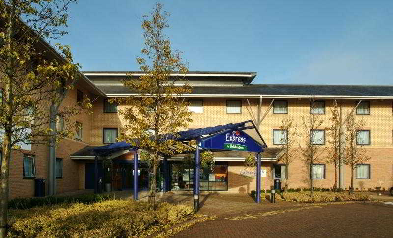 cazare la Holiday Inn Express Milton Keynes