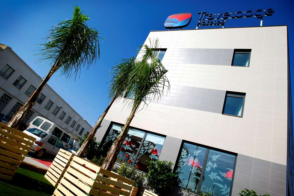 cazare la Travelodge Valencia Airport