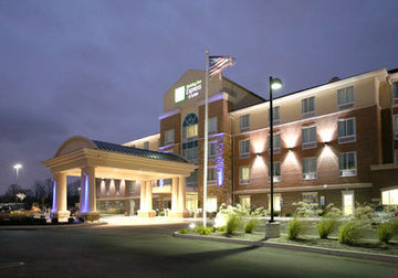 cazare la Holiday Inn Express & Suites C