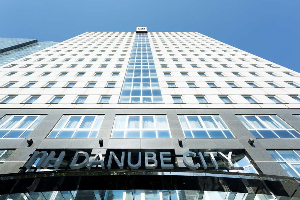 cazare la Hotel Nh Danube City