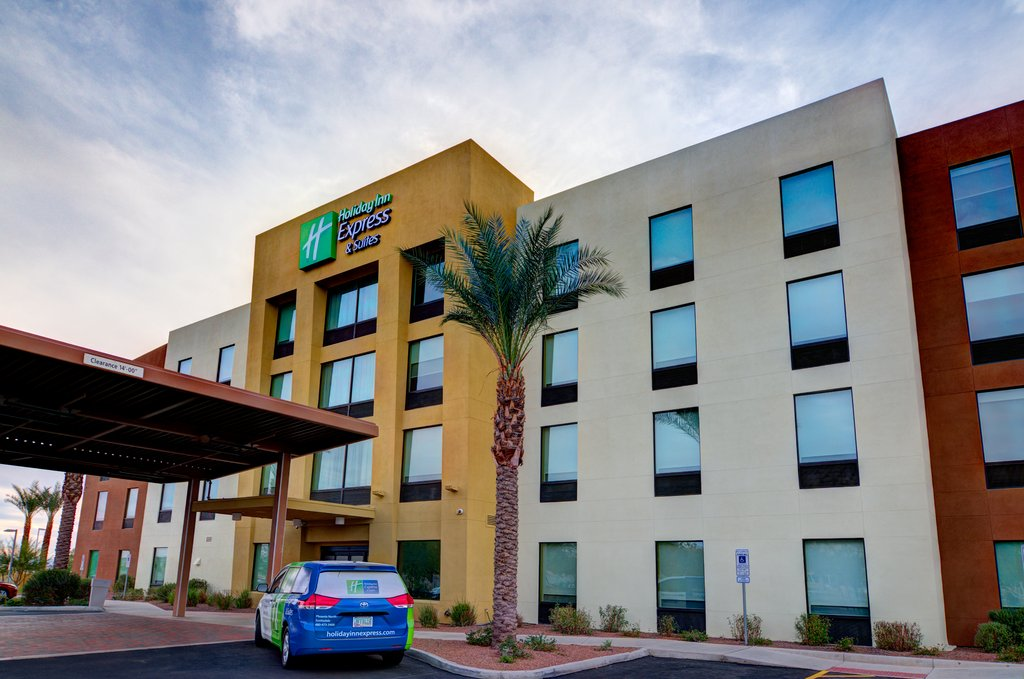 cazare la Holiday Inn Express & Suites Phoenix North - Scottsdale