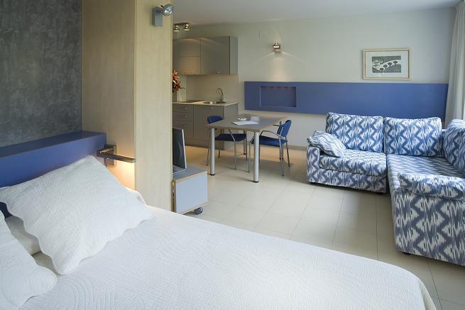 cazare la Atenea Park Suites & Apartments