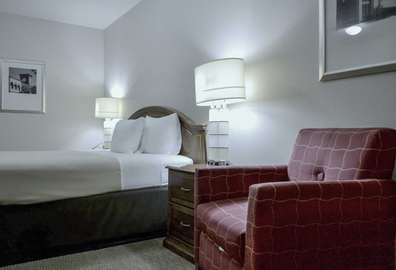cazare la Rodeway Inn & Suites