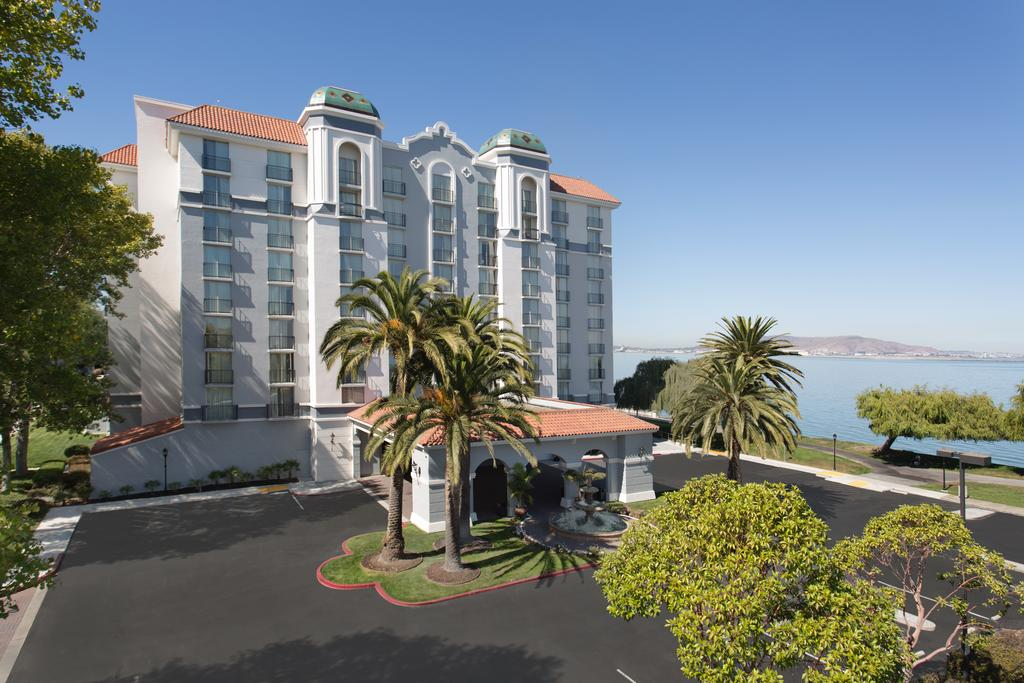 cazare la Embassy Suites San Francisco Airport Waterfront