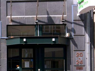 cazare la Holiday Inn Brussels Schuman