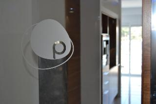 cazare la Pebbles Boutique Aparthotel