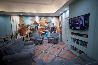 cazare la 115 The Strand Hotel & Suites