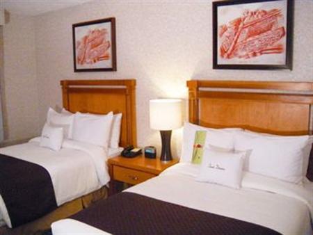 cazare la Doubletree Suites By Hilton