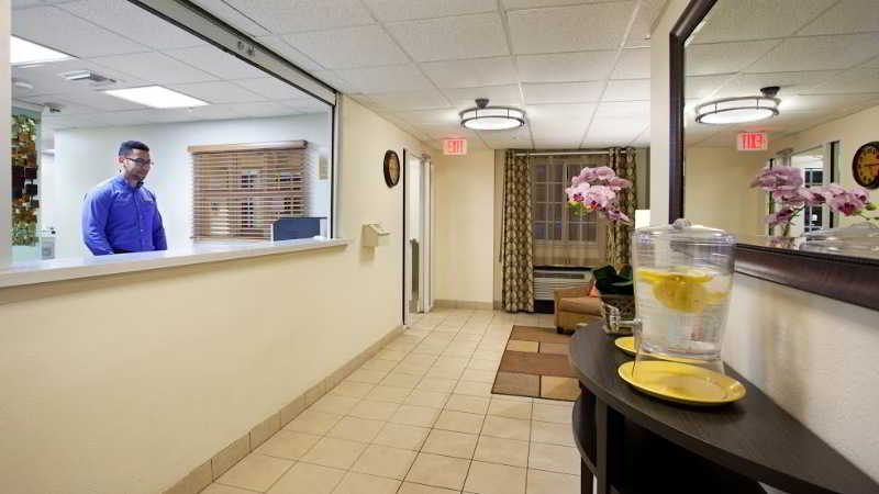 cazare la Candlewood Suites Miami Airport West