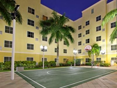 cazare la Homewood Suites Miami Airport West