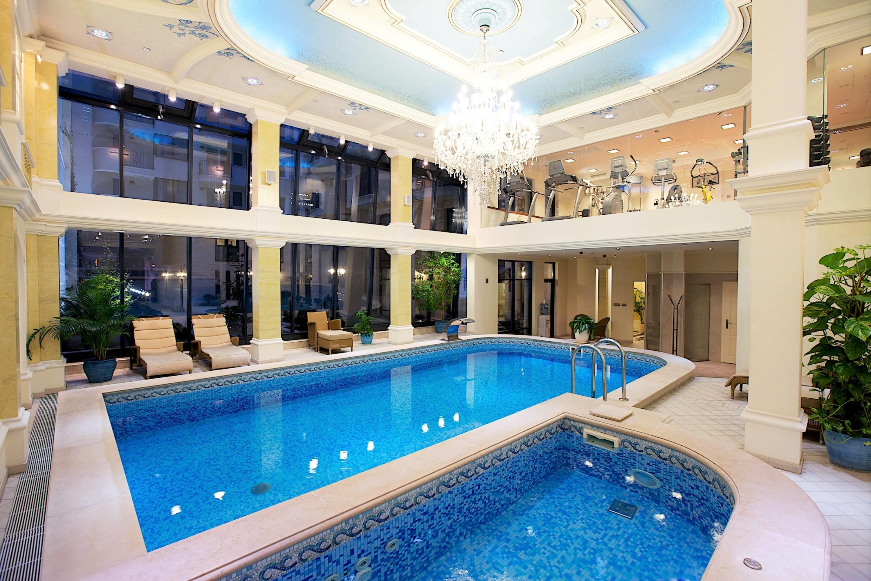 cazare la Queen's Court Hotel & Residence