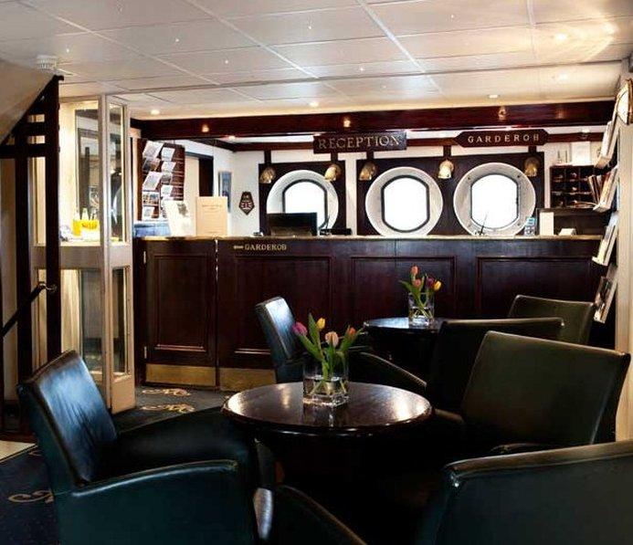 cazare la Malardrottningen Yacht