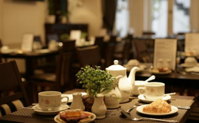 Londra 2 nopti mic dejun