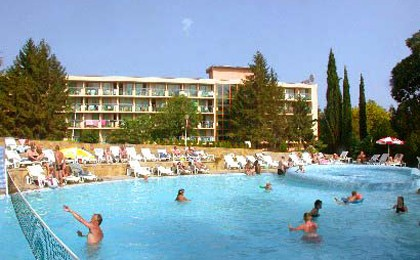 Preturi incredibile in septembrie la Nisipurile de Aur! Cumpara cuponul de 10 RON si platesti 19.5 euro in loc de 29.5 cazare/ noapte/ pers, in regim All Inclusive, HOTEL SUNRISE EXCELSIOR 3*
