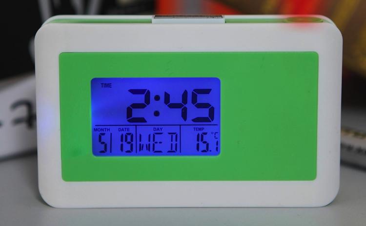 Ceas cu proiectie, calendar, temperatura