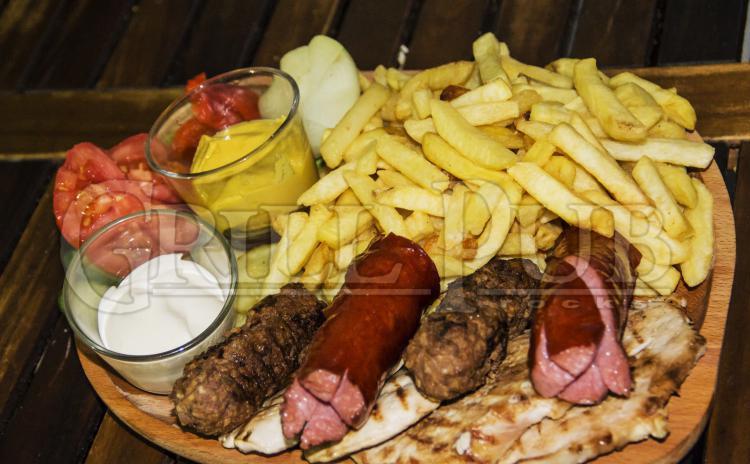 Platou Maxi Grill pentru 2 persoane, la 27 RON in loc de 49 RON