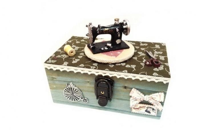 Cutie muzicala din lemn tip masina de cusut, acum la 119 RON in loc de 238 RON