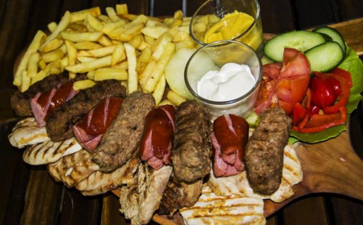Platou Maxi Grill pentru 4 - 5 persoane, la 49 RON in loc de 89 RON