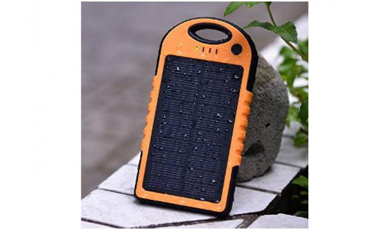 Baterie externa 6000 mAh cu incarcare solara QWERTY P8000, la doar 129 RON in loc de 398 RON