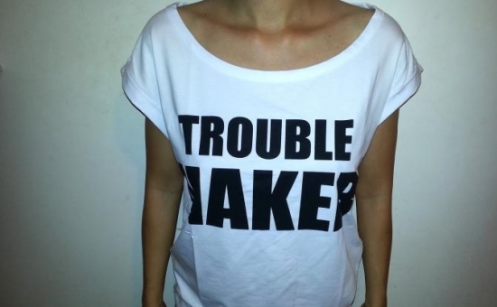 Tricou TROUBLEMAKER alb, de dama, model deosebit, doar 32 RON in loc de 70 RON