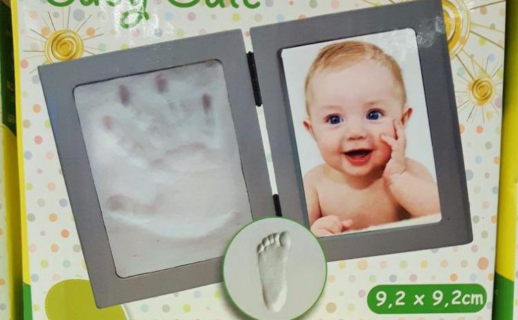 Rama Foto Cu Amprenta Piciorusului Sau A Manutei Bebelusului  La 57 Ron In Loc De 140 Ron