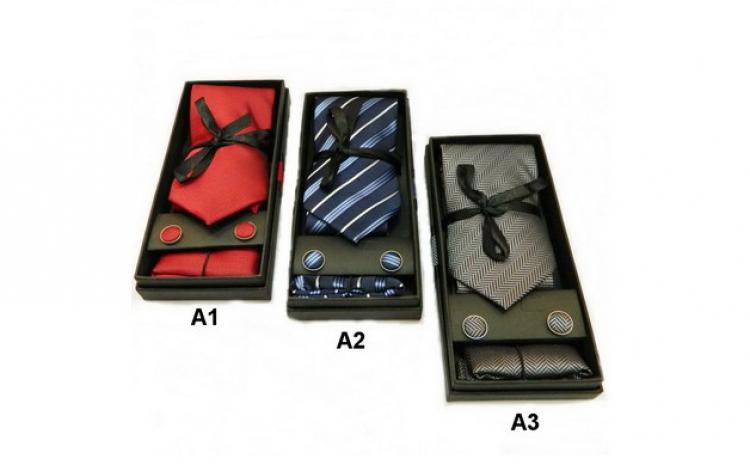 Cravata cu butuoni