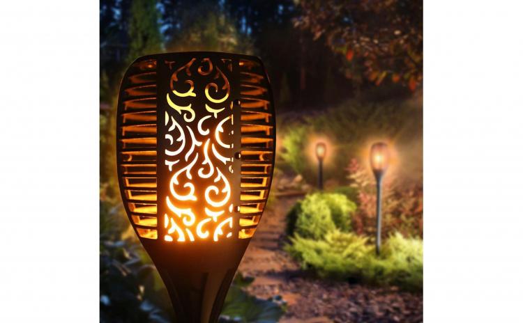 Lampa solara cu efect flacara