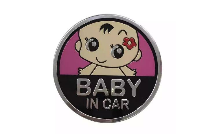 Emblema metalica baby in car (fetita)