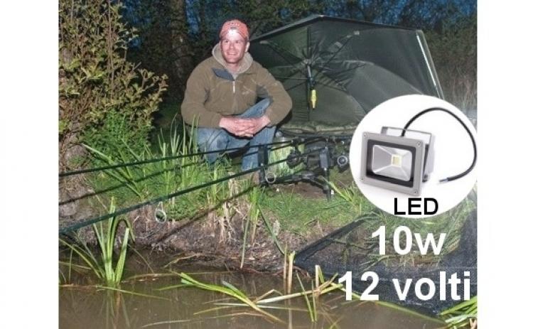 Proiector Led 10 W, cu alimentare la 12V - poate fi alimentat la acumulatorul auto, ideal pentru pan