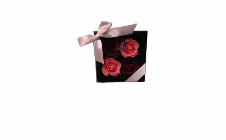 Aranjament cu 4 trandafiri din sapun ros