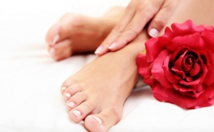 Un martisor pentru tine - Rasfat SPA: Manichiura + Pedichiura + Tratament Spa maini si picioare cu creme Vagheggi + Oja simpla/french + Model pe unghii + Cristale decorative, la doar 29 RON in loc de 150 RON, zona Dorobanti