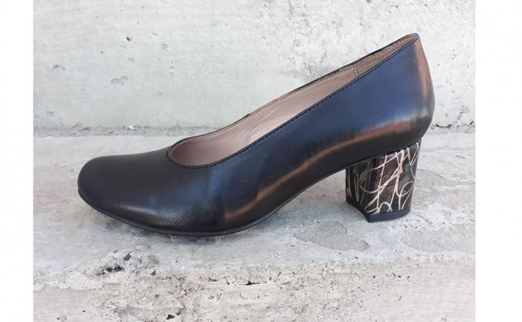 Pantofi cu toc imbracat