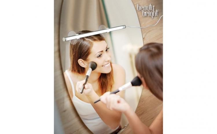 Lampa pentru iluminare make-up