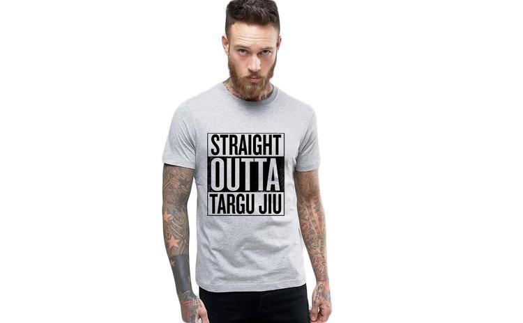 Tricou barbati gri cu text negru - Straight Outta Targu Jiu