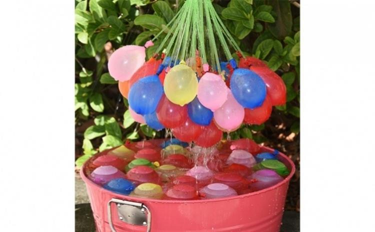 Doua seturi a cate 111 baloane cu apa