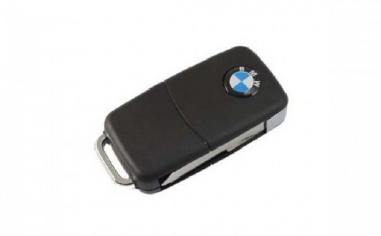 Camera spionaj ascunsa in cheie auto