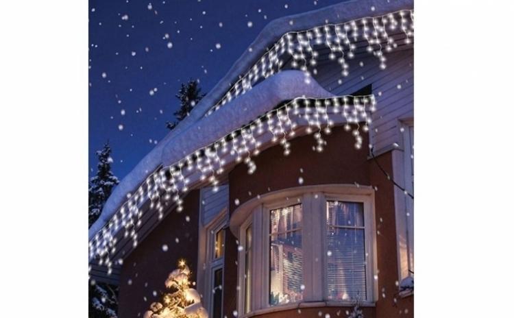 Instalatie pentru Craciun - franjuri, cu LEDuri albe tip turturi, 9 metri