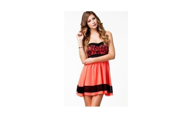 Rochie Lace Bandeau Red