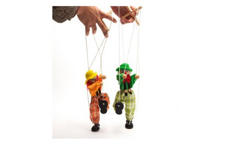 2 marionete din lemn cu snur pentru ghid