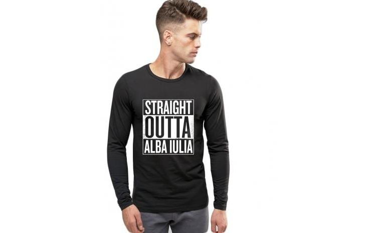 Reduceri Blazere & Jachete – 50 % Reducere – Pret Bluza barbati neagra – Straight Outta