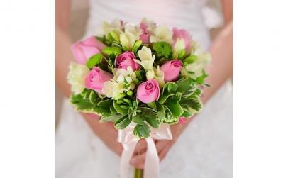 Buchet de mireasa cu trandafiri si