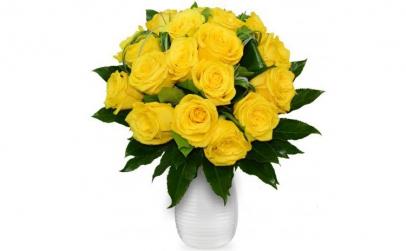 Buchet de 19 trandafiri galbeni