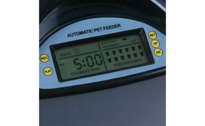 Hranitor automat cu LCD si inregistrare