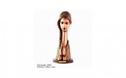 Statueta reprezentand o femeie