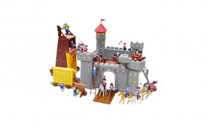 Castel cu 16 figurine