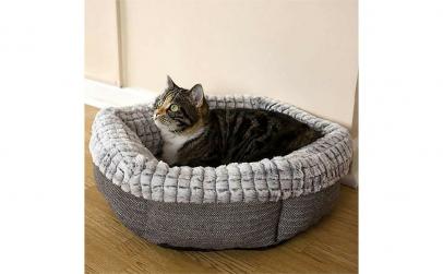 Culcus pufos pentru pisici