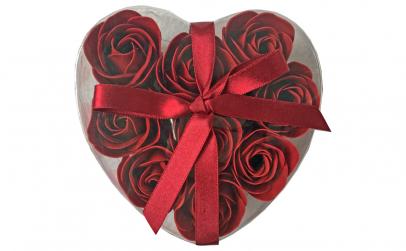 Cutie cadou cu 9 trandafiri rosii