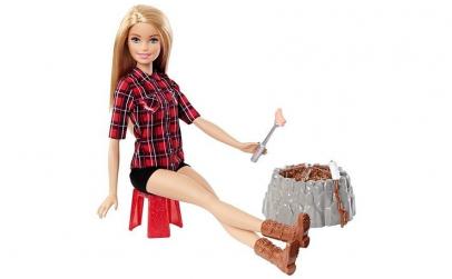 Papusa Barbie (blonda) - Foc de tabara
